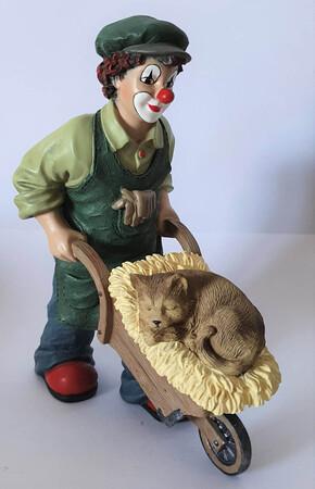 35945   Florian der Gärtner mit Katze, klein   2003