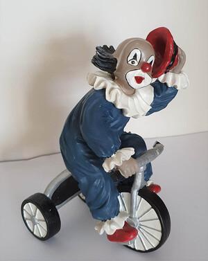 V 019   Clown mit Dreirad