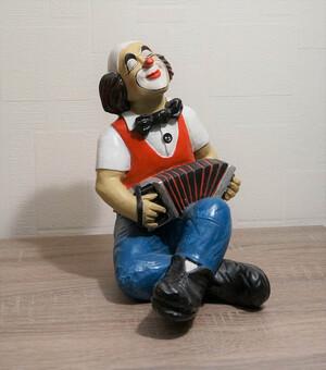 9058.80   Clown, Schifferklavier, sitzend