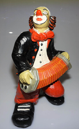 35251-1   Ziehharmonikaspieler, schwarz    1990