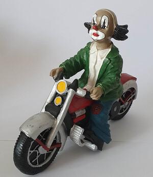 V 002   Motorradfahrer, solo