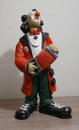 9082.80.a   Clown, Zerwanst, roter Mantel