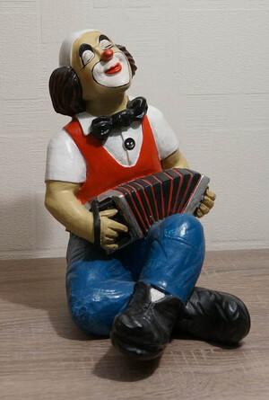 14109   Clown mit Akkordeon, sitzend   1987