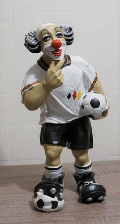 35643-1.A   Fußballer, weißes Trikot