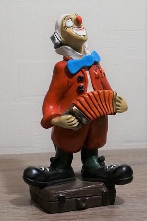 35113-1  Clown mit Zerwanst auf Koffer   1986
