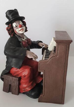 35470   Pianist   1994