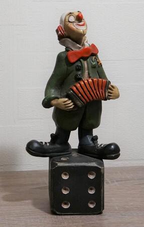 35114-1   Clown mit Zerwanst auf Würfel   1986