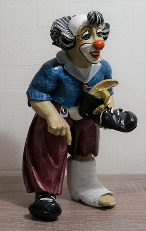 35611-1   Clown mit Gipsbein   1995