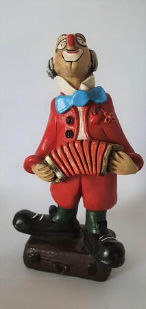 14111   Akkordeon-Clown auf Koffer   1986