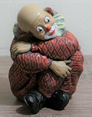 35226-1   Clown, sitzend, angezogene Beine, rot   1989