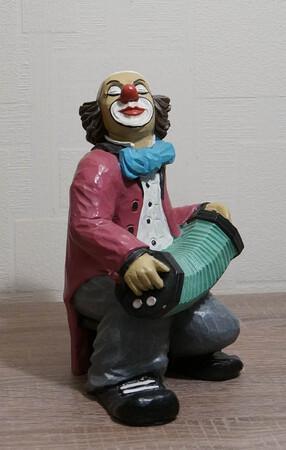 9071.80   Clown mit Zerwanst, rot