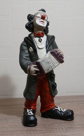 9082.80.c   Clown, Zerwanst, grauer Mantel