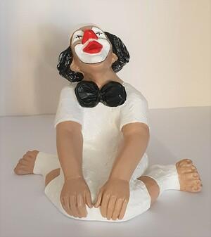 14117.B   Clown sitzend, gegrätschte Haltung, verträumt   1987/2019