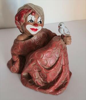 35330-1   Clown, sitzend mit Vogel auf Knie, Schlapphut, rosa Kleid   1992
