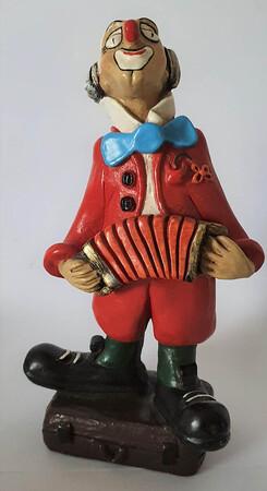 35113-1.A   Clown auf Koffer, rot   1986